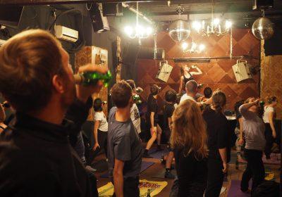 BeerYoga: sim, há um tipo de yoga que envolve beber cerveja
